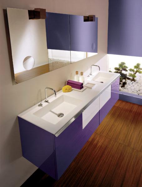 Soluzione di arredo bagno di lusso con doppio lavabo, base da 90 cm color viola lucido | Progetto Bagno