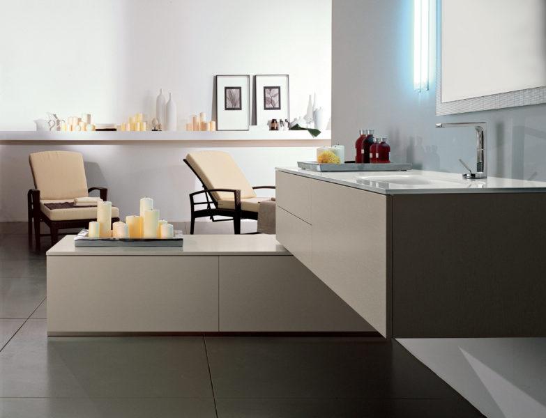 Mobile sospeso per bagno design moderno e lavello in cristallo bianco extra chiaro | Progetto Bagno