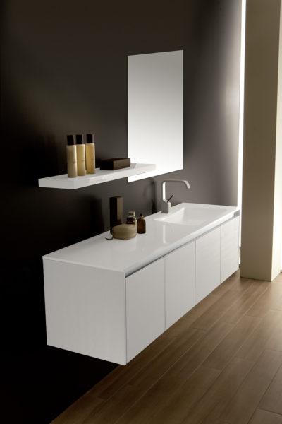 Bagno di design con lavabo e top in Blanco lucido | Progetto Bagno