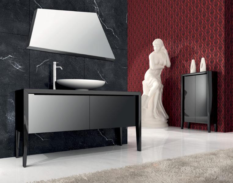 Soluzione di arredo bagno con vetrina e lavabo da appoggio ovale | Progetto Bagno