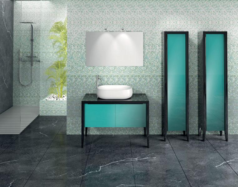 Soluzione Arredo Bagno con vetrine laccato nero e lavabo d'appoggio | Progetto Bagno