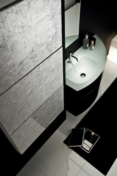 Mobile per bagno 105 cm nero lucido con lavabo in cristallo | Progetto Bagno