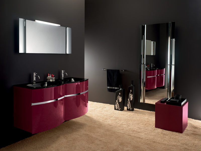 Mobili per bagno con base rosso rubino e dettagli in acciaio inox 130 cm | Progetto Bagno