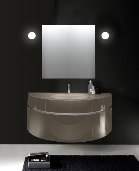 Composizione arredo bagno 145 cm con top in cristallo forgiato e vasca centrata | Progetto Bagno