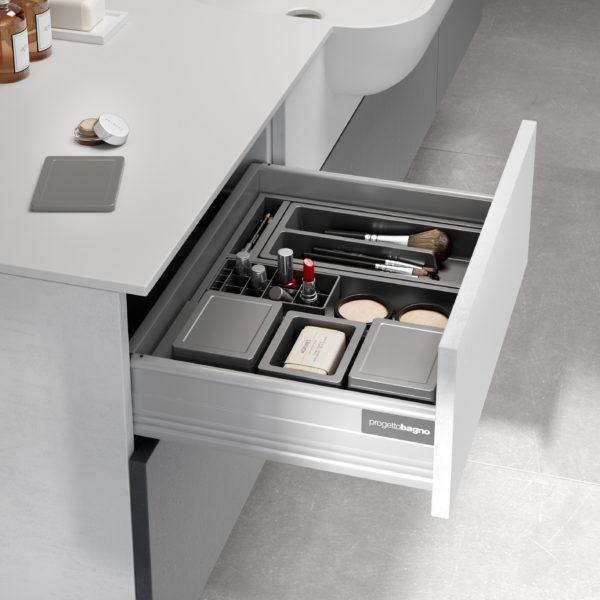 Cassetto attrezzato per mobile da bagno di design | Progetto Bagno
