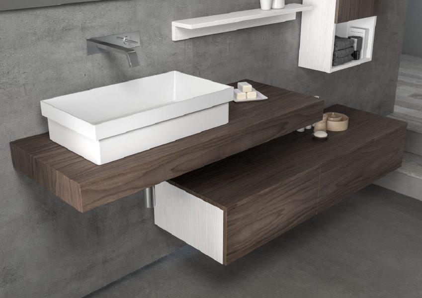 Soluzione di arredo bagno con mensola porta oggetti e lavabo da appoggio bianco opaco | Progetto Bagno